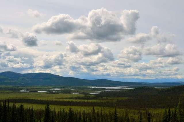 Alaska has many lakes and mountains